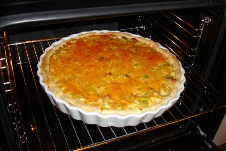 Skinketærte med porrer, majs og timian